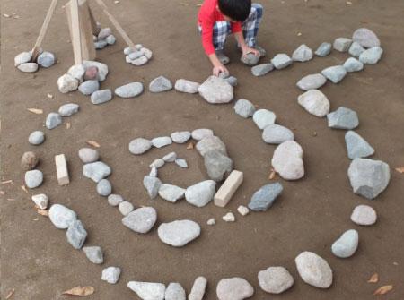 石を円環状に並べる